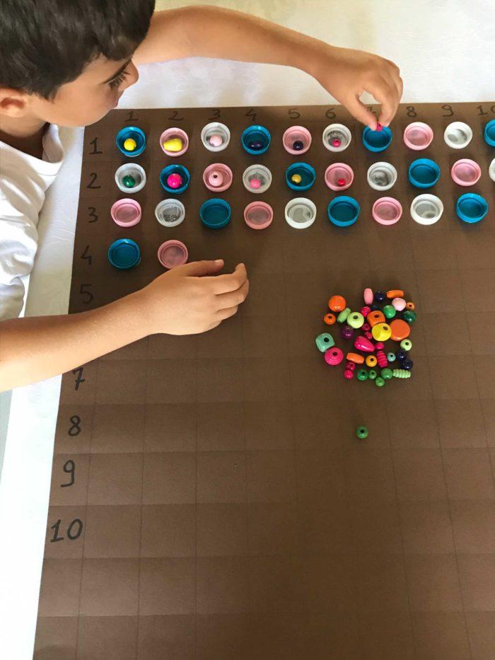 come imparare le tabelline col metodo Montessori