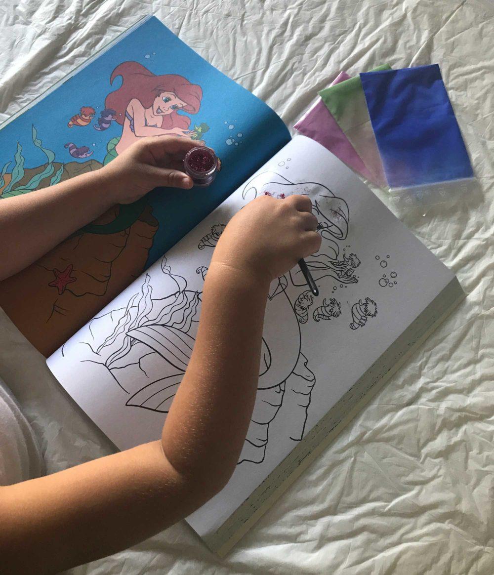 Attività bambini- dipingere con glitter